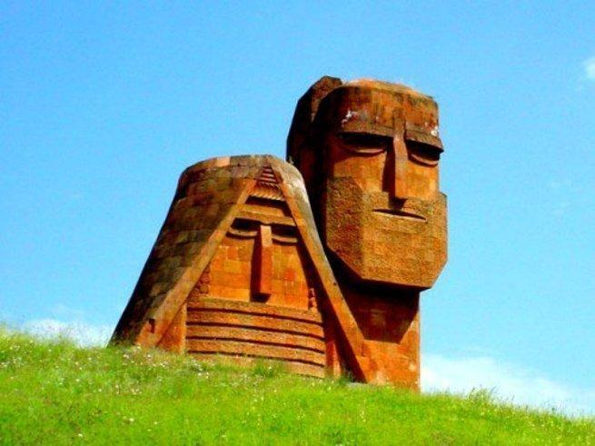 К чему готовится Баку – переговорам со Степанакертом или войне?