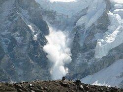 В горах Швейцарии не меньше трех человек погибли при сходе лавин