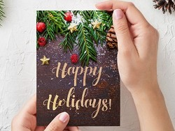 Женщина едва не ослепла из-за рождественской открытки
