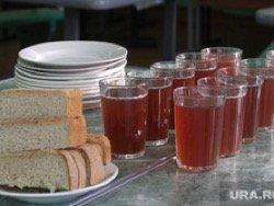 Прокуратура проверит школу, где ребенку запретили обедать в столовой