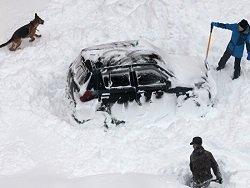 На Сахалине освободили из снежного плена колонну автомобилистов