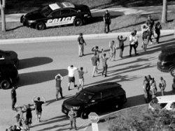 США: при стрельбе в школе Флориды погибли 17 человек