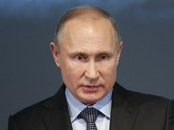 """Путин обещал постараться """"прибить"""" цены на бензин в России"""