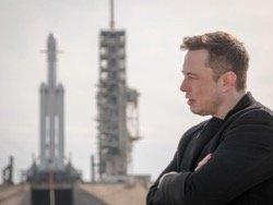 Маск объяснил, почему SpaceX не боится запускать ракету с 27 двигателями