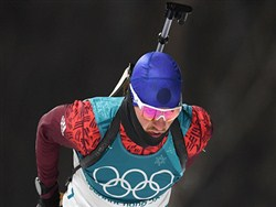 Занявший 40-е место российский биатлонист перелез через забор и сбежал от прессы
