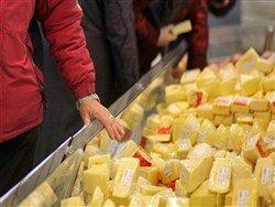 """""""Благодаря"""" продуктовым контрсанкциям россияне вынуждены есть """"фальшивый и опасный"""" сыр"""