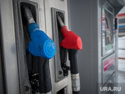 Цены на бензин будут расти еженедельно