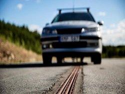 Электрическая дорога для подзарядки электромобилей на ходу открыта в Швеции