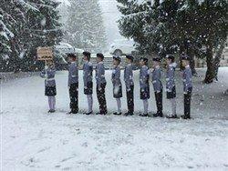 Маршировавших раздетыми по снегу детей растерли спиртом и наградили