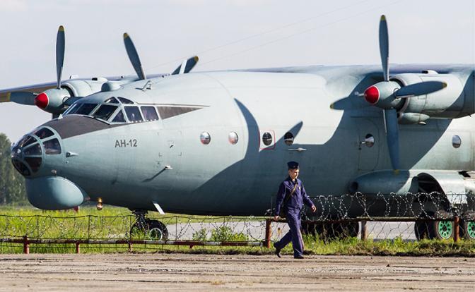 Легендарный транспортник Ан-12 собирается на покой, а замены ему нет