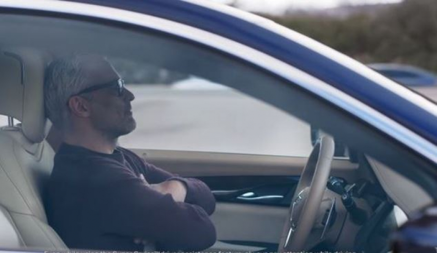 Видео. Cотрудник Tesla спит за рулем во время езды на автопилоте