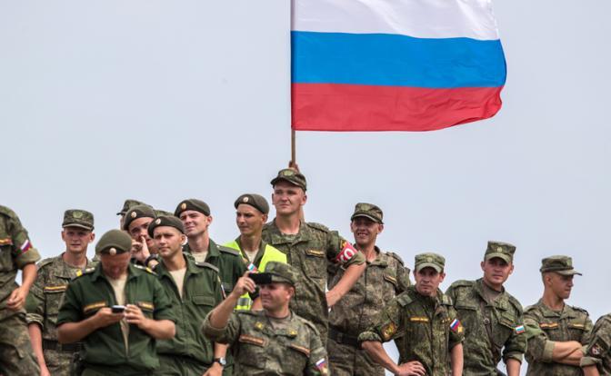 Пенсии: После гражданских Медведев займется деньгами военных