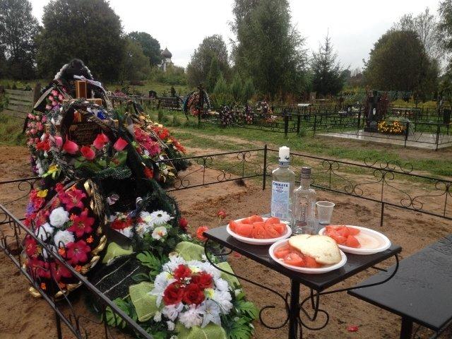 Новые обелиски появляются на кладбищах Пскова и в 2018 году