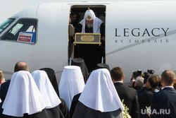 В РПЦ объяснили прилет патриарха на частном самолете. Он не может на оленях, как Санта