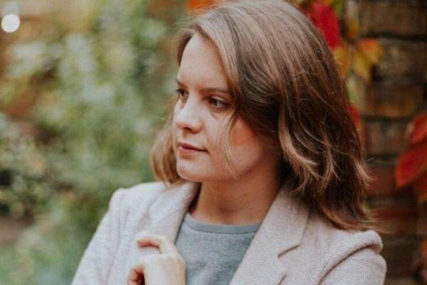 На руках был ребенок: в Киеве из пистолета ранили в живот журналистку СТБ