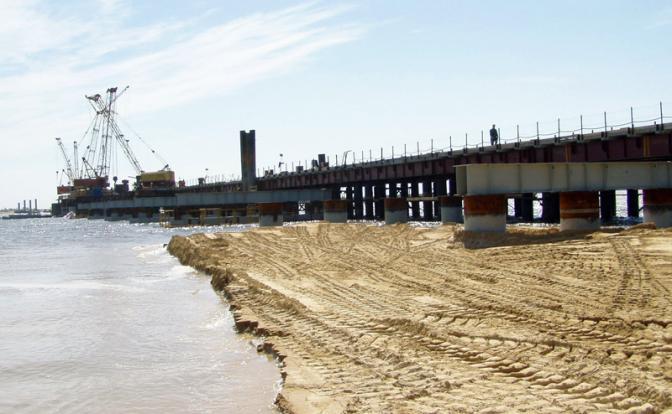 Мост на Сахалин оставит Россию и без денег, и без дорог