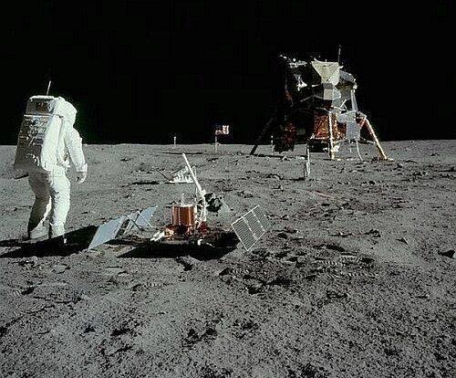 Ученые поняли, почему чихали все астронавты, побывавшие на Луне