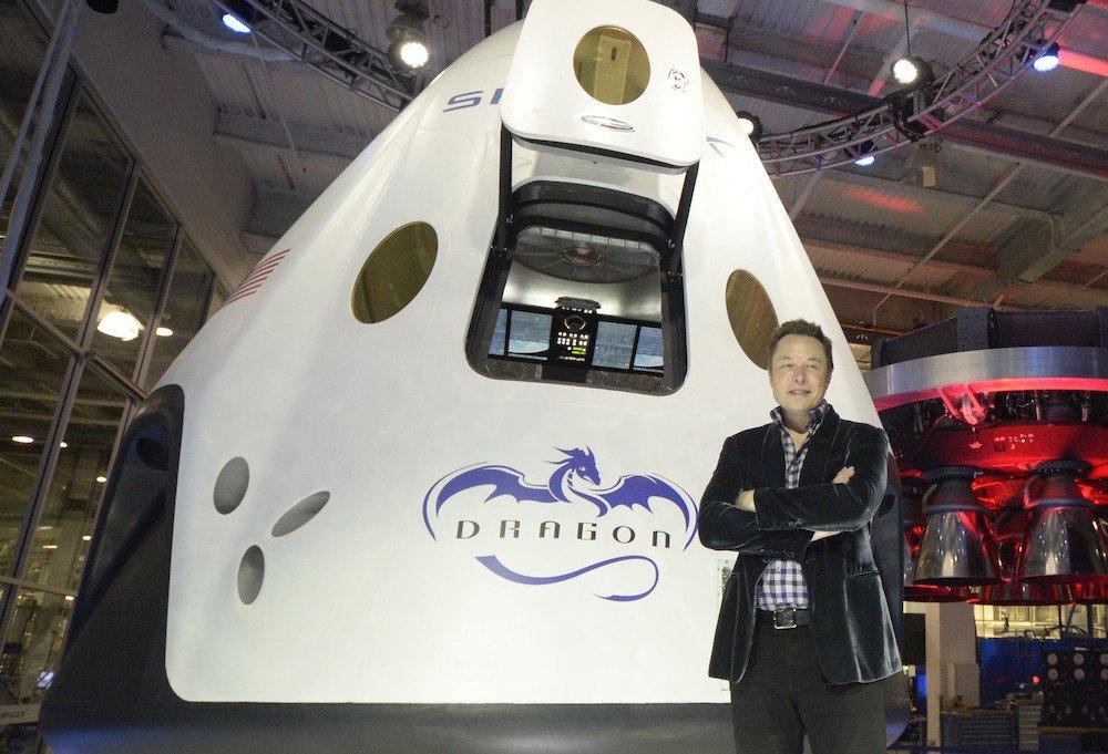 Пилотируемый корабль SpaceX Dragon 2 отправлен на космодром