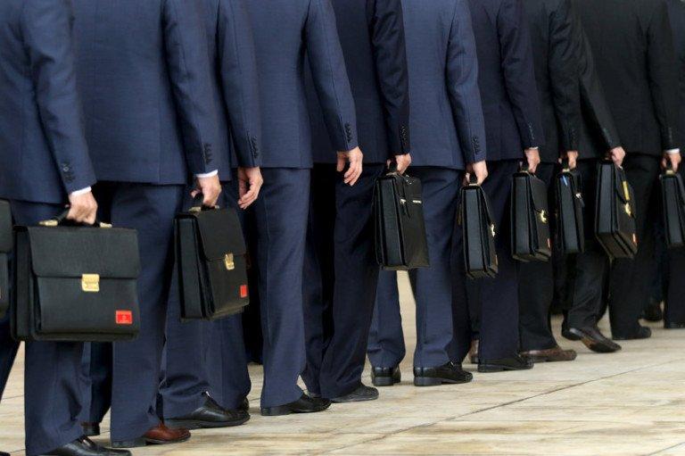 В России на содержание чиновников и силовиков уходит треть госбюджета : Экономика и бизнес Newsland – комментарии, дискуссии и обсуждения новости.