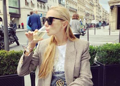 Навка в дорогом ресторане Парижа пожаловалась на нелегкую жизнь : Общество Newsland – комментарии, дискуссии и обсуждения новости.