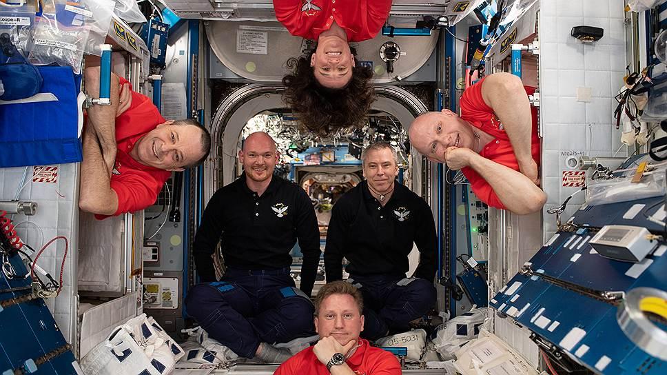 В Казахстан вылетели российские военные спасатели для встречи космонавтов