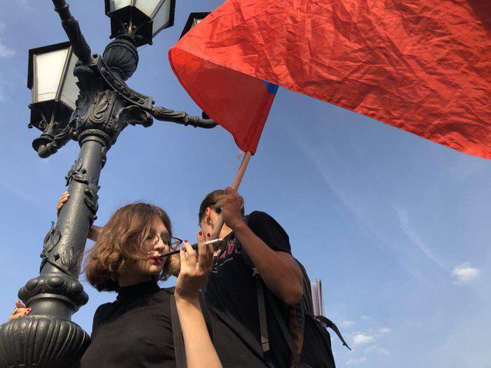 Москва и Питер. Почему провалились митинги Навального?