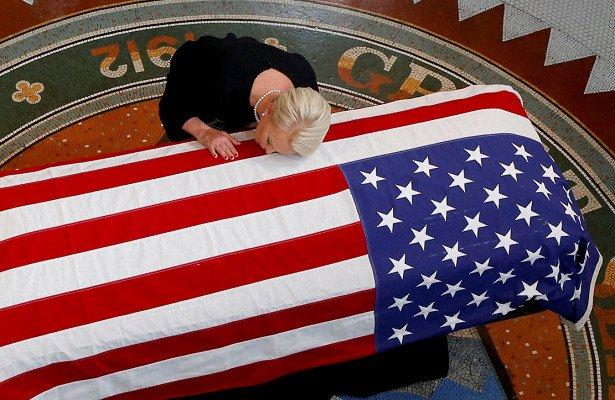 Маккейн оставил последнее послание Трампу и Путину : Политика Newsland – комментарии, дискуссии и обсуждения новости.