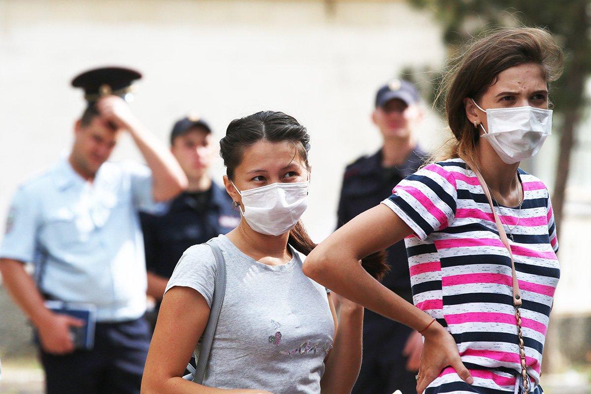 Кислотный запах, ржавый налет, голые деревья: что происходит в крымском Армянске