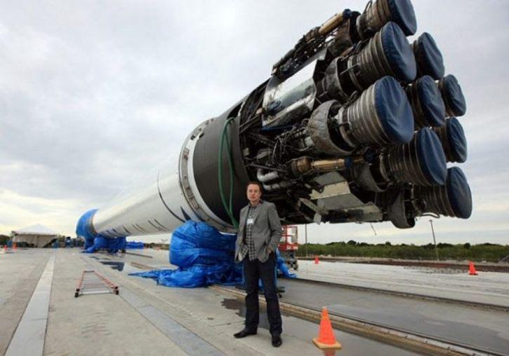 SpaceX впервые совершила посадку ракеты на Западном побережье США