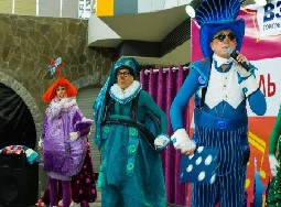 Политическое шоу стремительно перерастает в цирковую буффонаду с участием чиновников