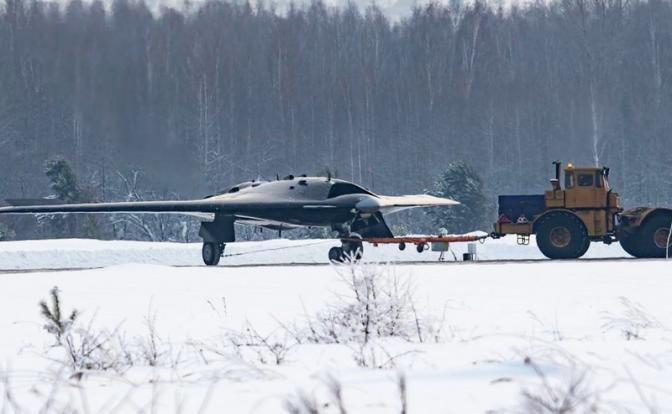 Дрон на 20 тонн: Российский «Охотник» посмешит американскую «Молнию»