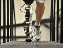 ИИ помогает ходить людям с роботами-протезами