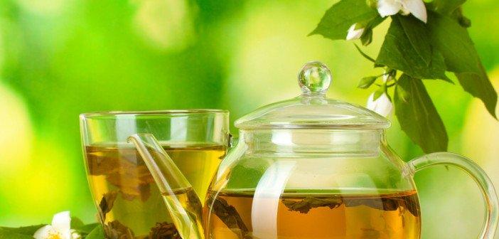 Зелёный чай помогает похудеть легко и без голодания.