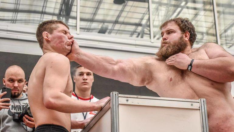 В Красноярске прошёл мужской чемпионат по пощёчинам