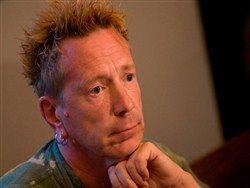 Лидер Sex Pistols объяснил причину самоубийства вокалиста The Prodigy