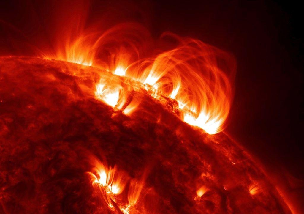 Астрономы нашли «корональные дожди» у самой поверхности Солнца