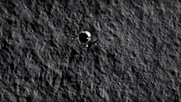 Уфолог предполагает, что обнаружил инопланетный дом на снимках Луны
