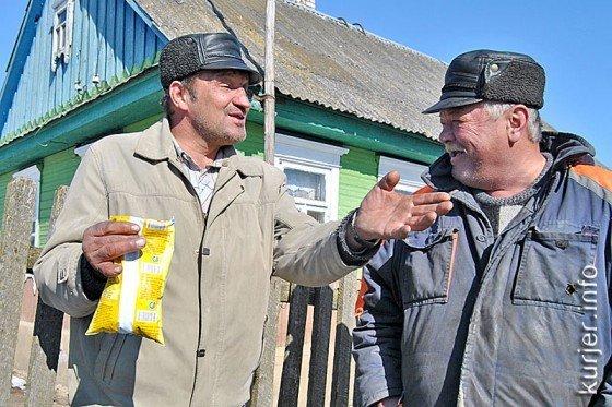 Белорусские колхозы: разваливающиеся дома и зарплата продуктами