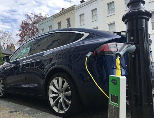 Впервые в истории электрокары обогнали по продажам обычные авто