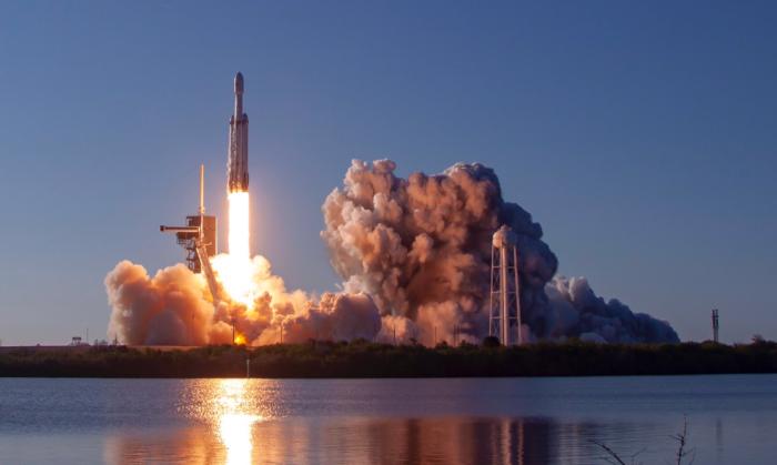SpaceX провела первый коммерческий запуск сверхтяжёлой ракеты Falcon Heavy