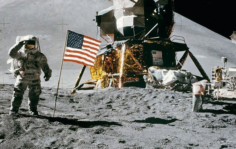 Сколько стоит Луна?