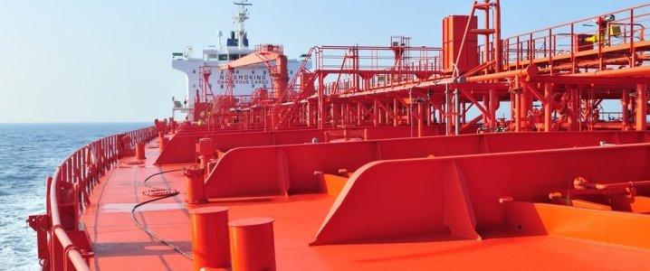 Нефтяной танкер ОАЭ подвергся диверсиям на Ближнем Востоке