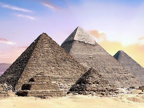Взрывом у автобуса с туристами в Египте ранены около 15 человек
