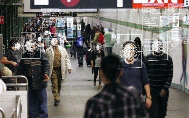 Гаджеты с функцией распознавания лиц: новые разработки российской компании для полиции