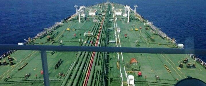 Иран отправляет много нефти на хранение, так как санкции США душат экспорт