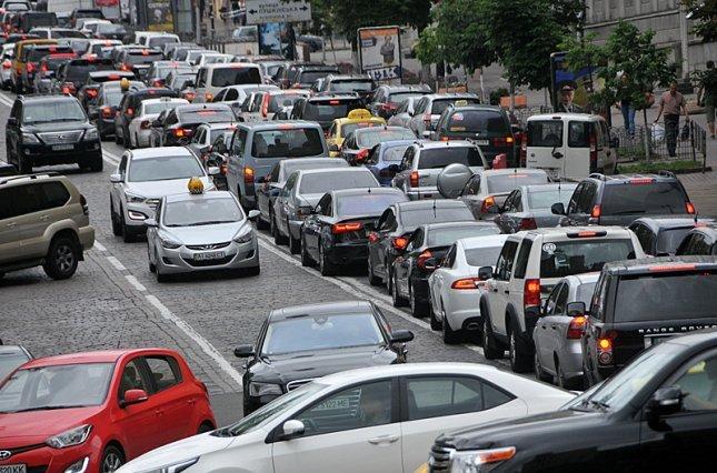 Откуда дорогие машины на дорогах в Москвы