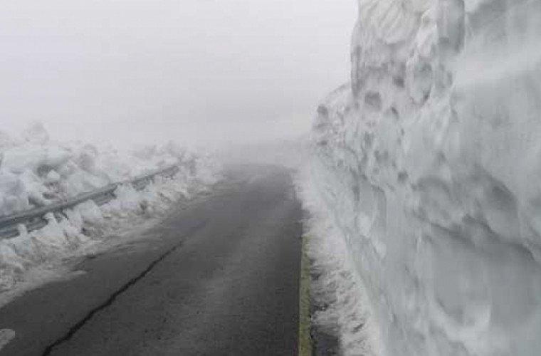 Зима в Румынии посреди лета: трёхметровый слой снега