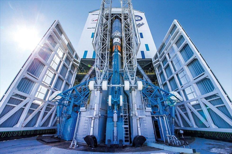 """Ракета """"Союз-2.1а"""" с пилотируемым кораблем и роботом """"Федором"""" стартовала с Байконура."""