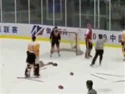 Канадский хоккеист избил игроков российского клуба после матча