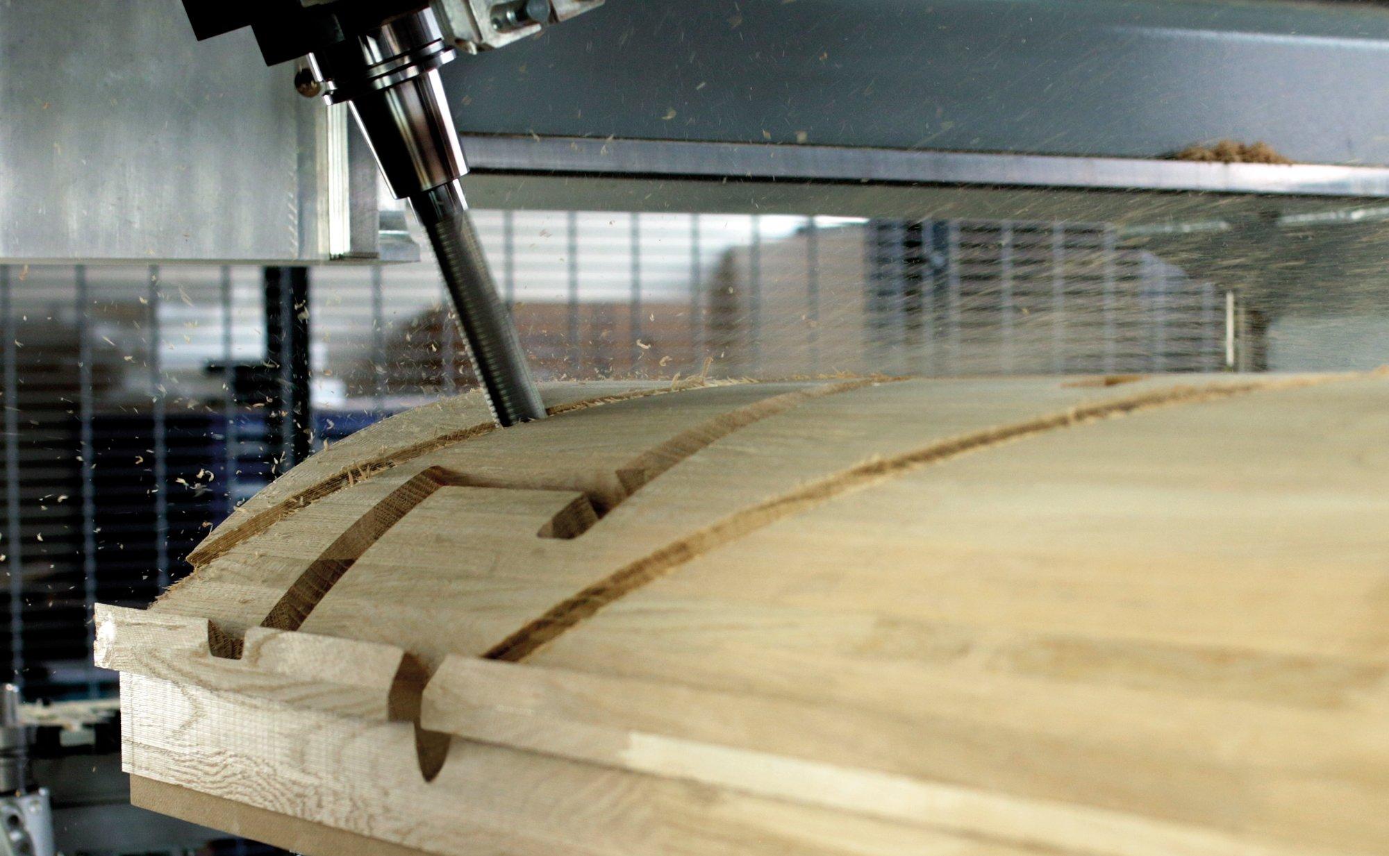 На чемпионате WorldSkills 2019 роботизированный станок с ЧПУ вырежет из дерева герб РФ